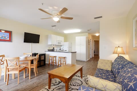 Directly across from beach. 1/1 w/ bunks, 6 max