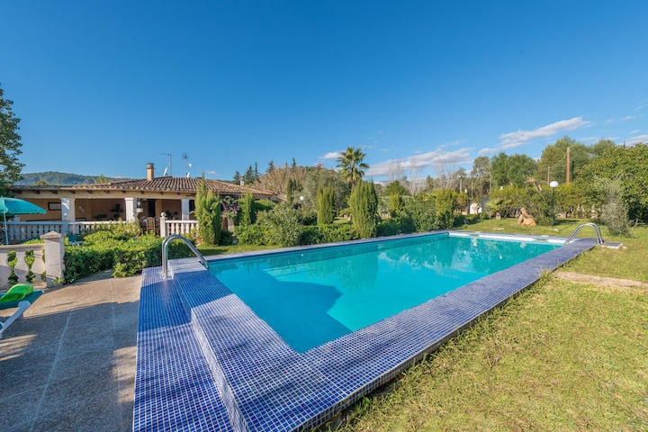 HIBISCUS - Traditional villa with private pool and beautiful garden. Free WiFi