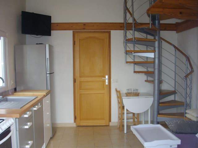 Studio avec chambre étage mezzanine - Bardos - Appartement