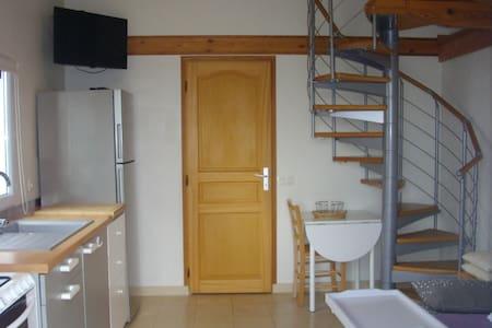 Studio avec chambre étage mezzanine - Bardos - Wohnung