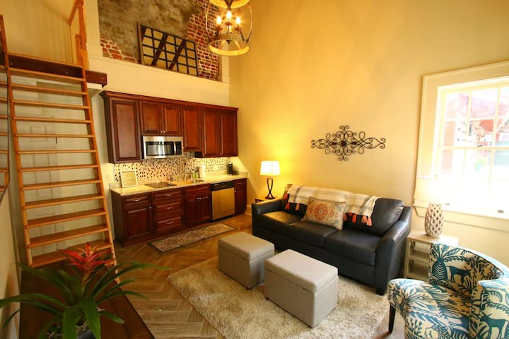Bungalow with Loft only Blocks to Bourbon!!