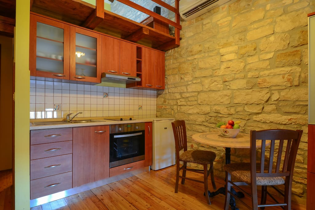 Fully equipped kitchen with fridge, oven and stove, kettle and cooking facilities