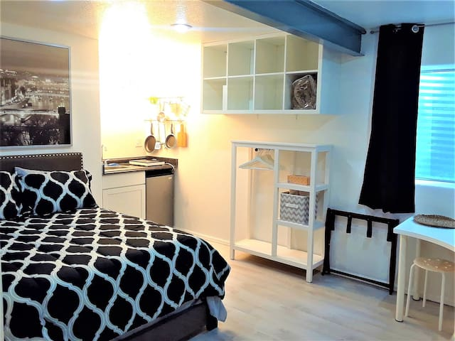DEN 10min / New Room + Kitchenette + Private Entry