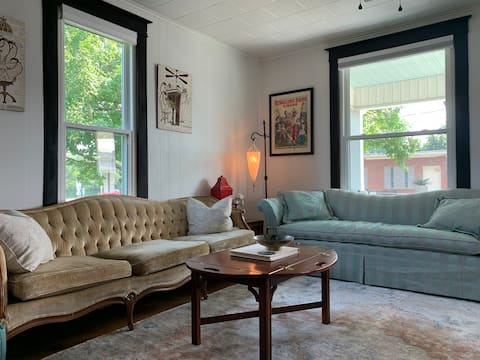 Historic Swanky Downtown Bungalow