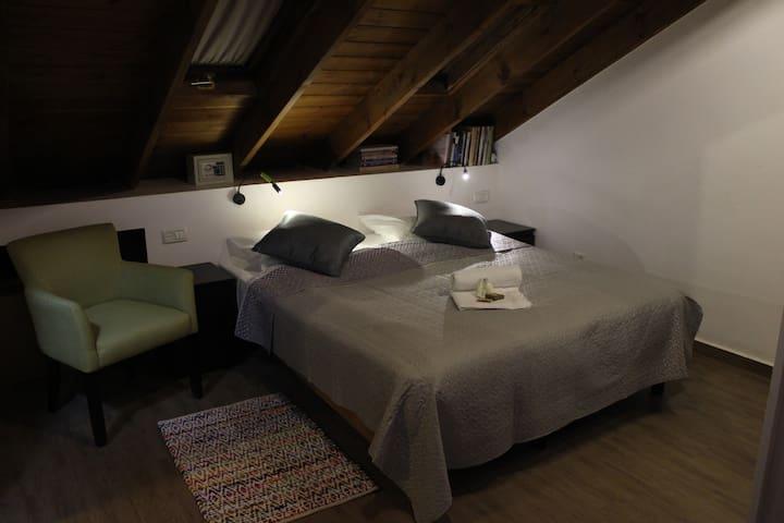 Ilanania, A Cozy Jerusalem suburban apartment.