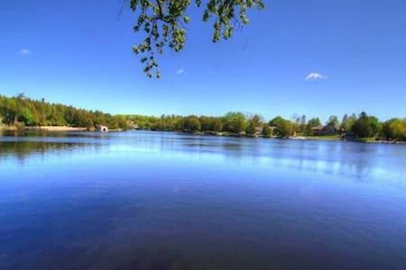 5Br Yr Round Home In Fenelon Fall, 15 Sleep , $299 - Kawartha Lakes