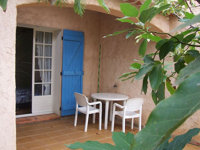 Chambre d'hôtes rez de jardin. - Hyères - Bed & Breakfast