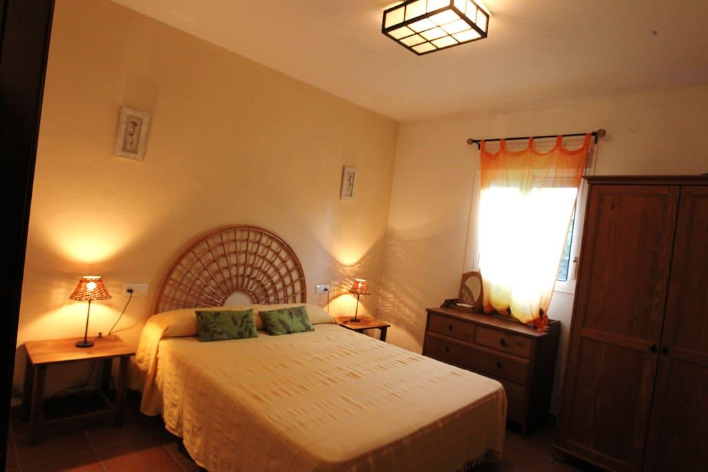 Habitación con cama de 150cm