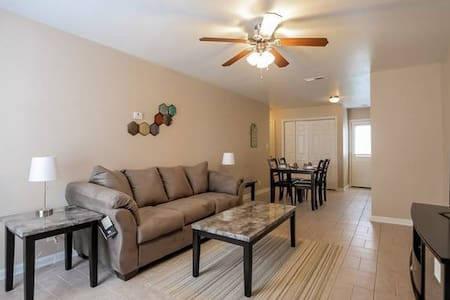 Fully Furnished, 3 Bedrooms (C3) - Clarksville - Daire