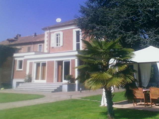 ELEGANTE VILLA A CASTELNUOVO BELBO AT - Castelnuovo Belbo - Dom