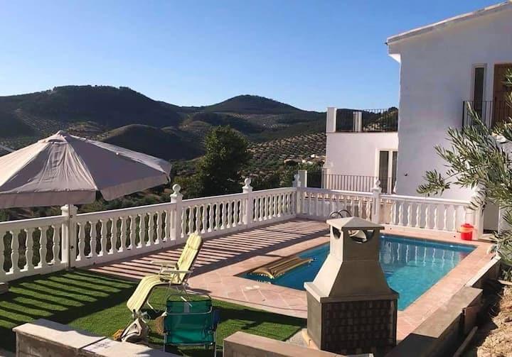 Hus med 3 soverom i Alcaudete med tilgang til svømmebasseng, terrasse og Wi-Fi