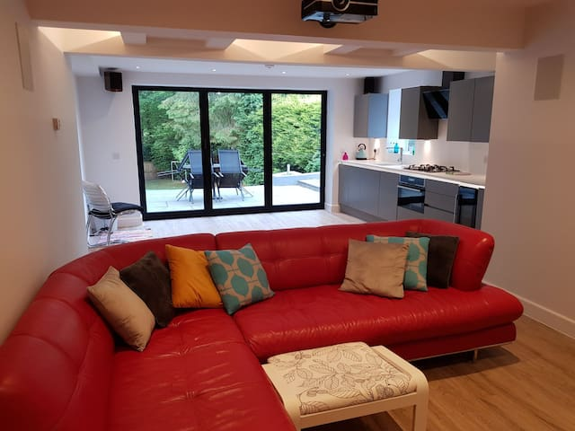 Modern & luxurious self contained flat in Roundhay