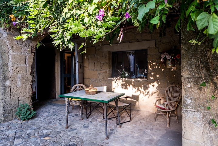 """The Artist's Residence """"La scuderia"""""""