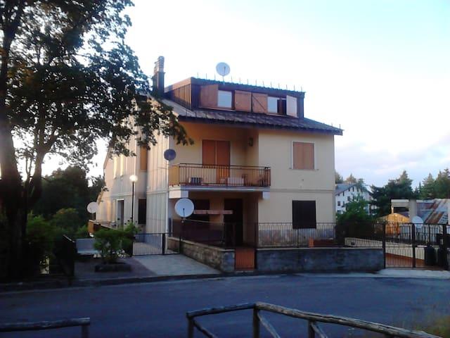 Casa vacanze a Camigliatello Silano - Camigliatello Silano - Apartamento