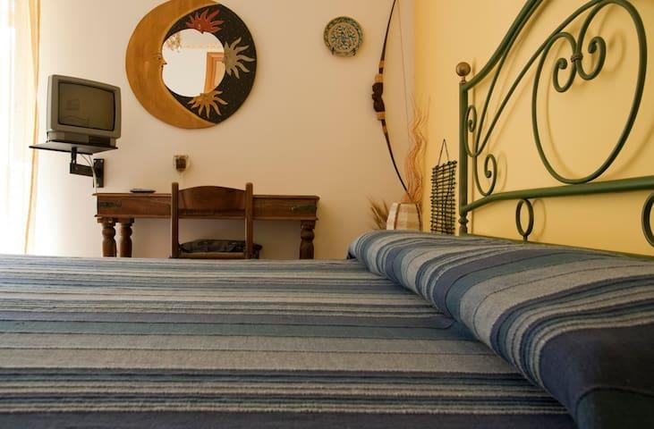 Camera matrimoniale c/bagno privato - Catania - Bed & Breakfast