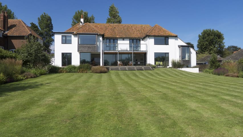 Spectacular House on the Meare - Thorpeness