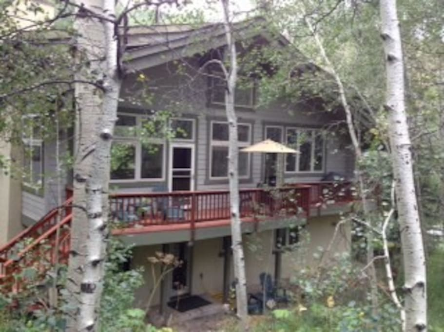 vail singles East vail real estate is the first exit to vail from denver making it convenient for second home owners as well as locals a small grocery store is located in the neighborhood that offers you essential needs.