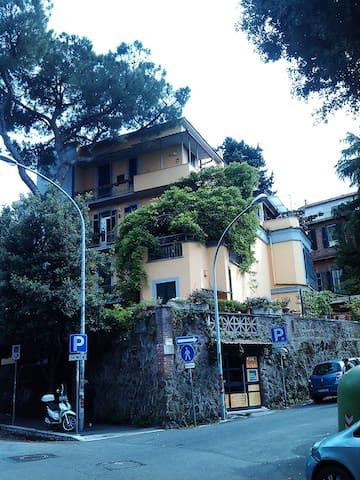 Bilocale seminterrato con giardino - Roma - Casa