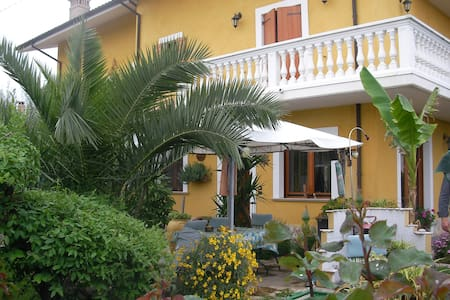B&B Mariposa in villa con giardino - Bed & Breakfast