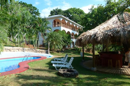 Relax at Hotel Colibri Hill - Utila - Bed & Breakfast