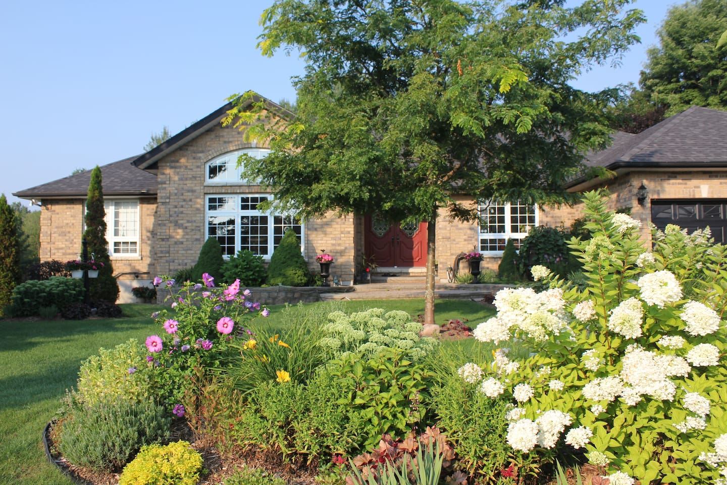 Roadside view of Woodland Gardens Bed and Breakfast.
