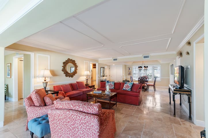 5th Ave S NAPLES, TWO BLOCKS FROM THE BEACH!