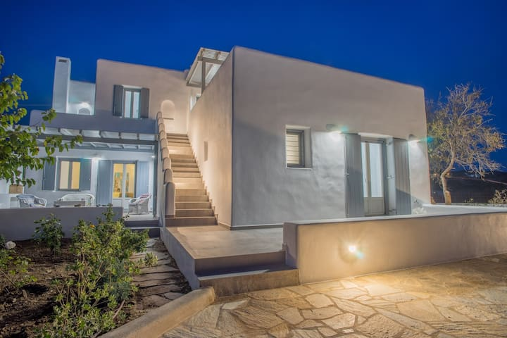 Villa Zefiros walking distance to Aliki Village - Paros - House