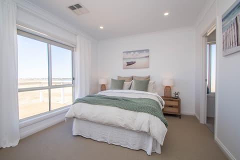 Brand New Luxury Modern Australian Beach House