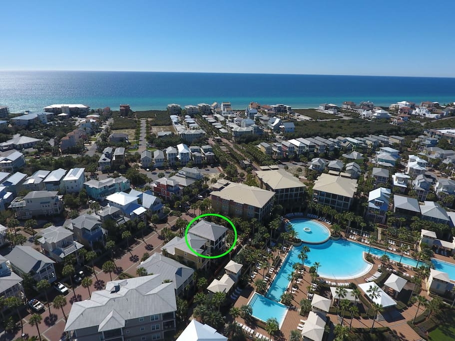 Aerial view of The White House perfectly Located on the Lagoon Pool