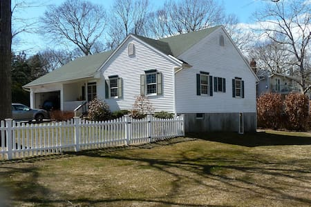 3br North Fork Beach House—sleeps 8 - Southold - House
