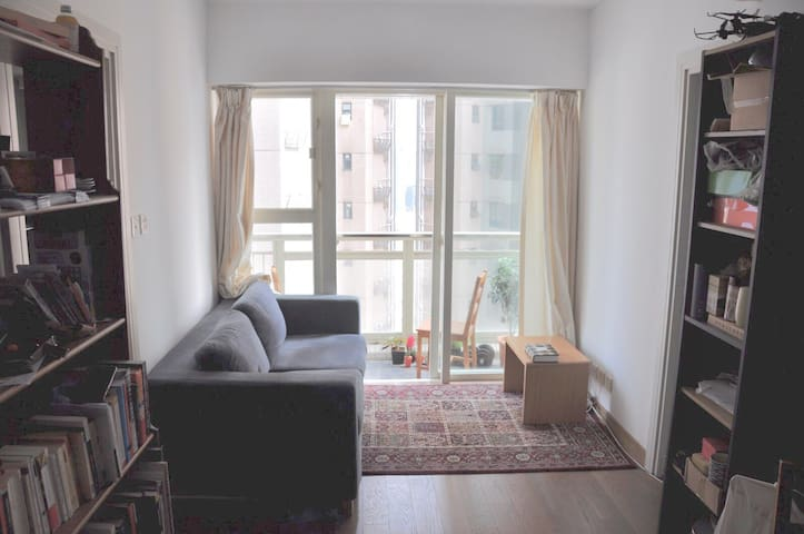 BR for 1 in bright, new Sheung Wan apt, pool