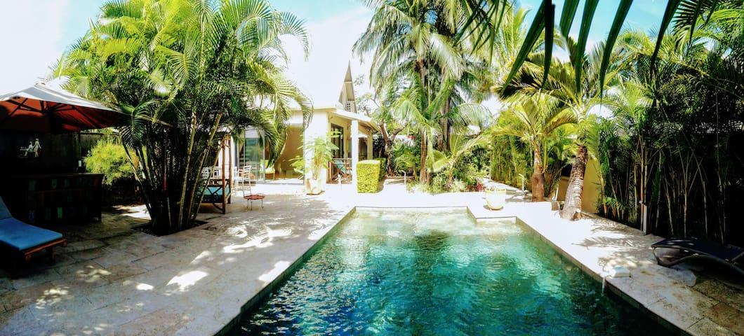 Chambres privées ds villa + pdj, jacuzzi,piscine