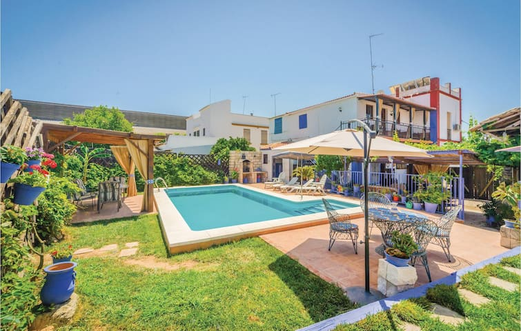 Holiday cottage with 3 bedrooms on 80m² in Peñaflor