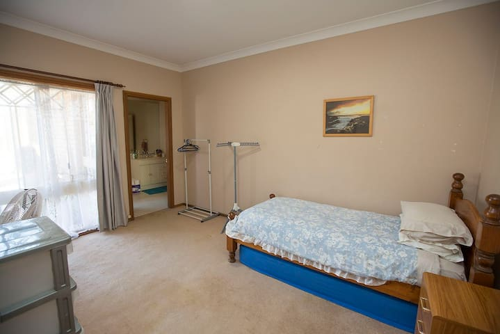 Budget room in West Pennant Hills