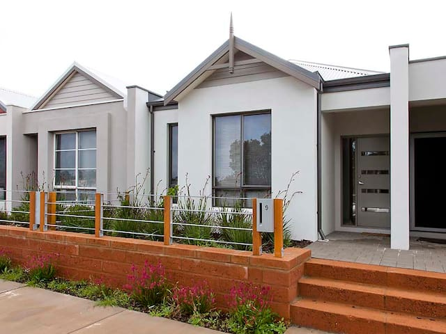 THE SWAN VALLEY ACCOMMODATION
