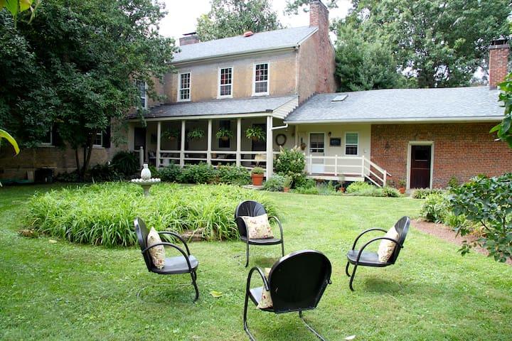 Midlane Farm 1820 Federal Home