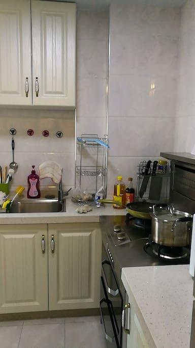 厨房(设备齐全)