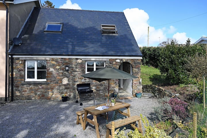 Lovely Cosy Cottage, Parking, Central Location