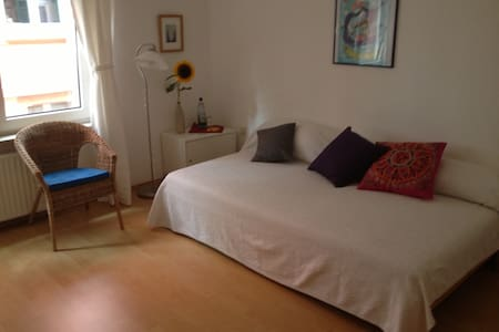 Zimmer Port Lay - Francfort - Bed & Breakfast