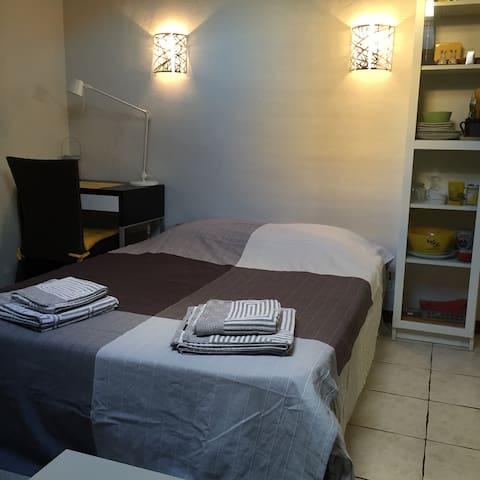 """Belle chambre """"Pierre"""" sdb/wc privés centre/mer - Saint-Raphaël - Appartamento"""