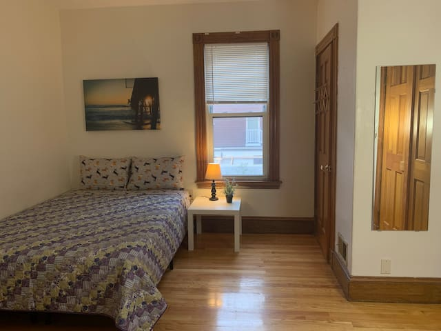 DOWNTOWN BOSTON / UMASS BOSTON / PRIVATE ROOM