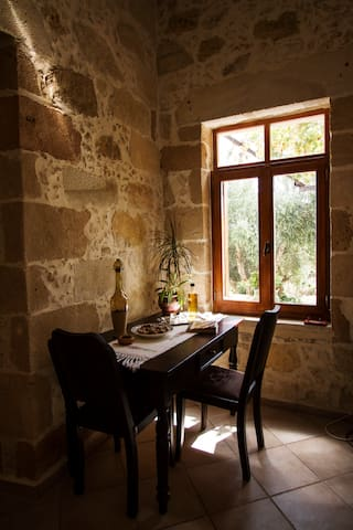 Picturesque traditional stone house - platanos /kissamos.chania - Hus