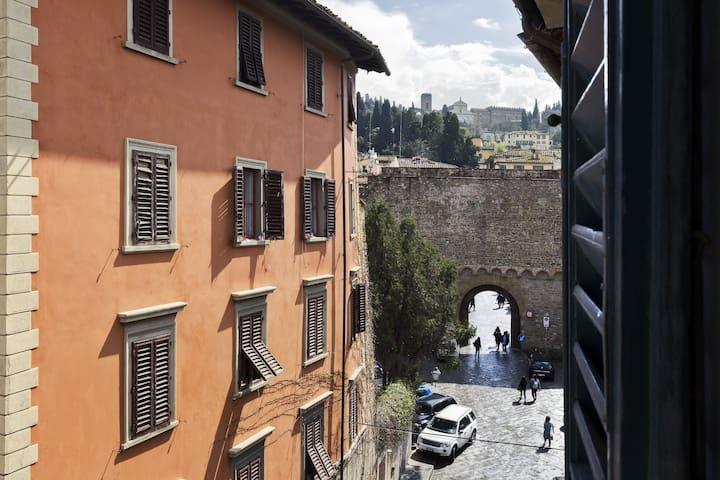 Lorenza's Home in San Niccolò!!