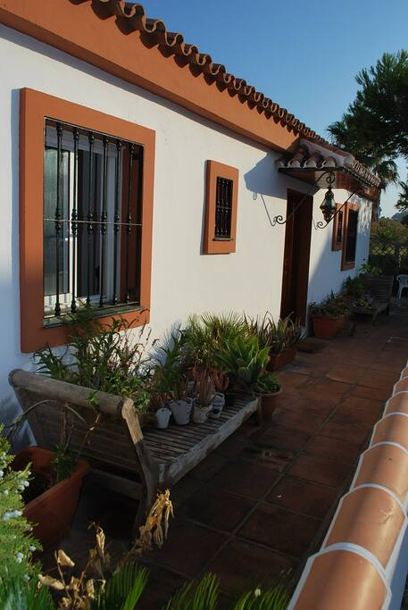 Fachada de la Casa. Front of the houses.