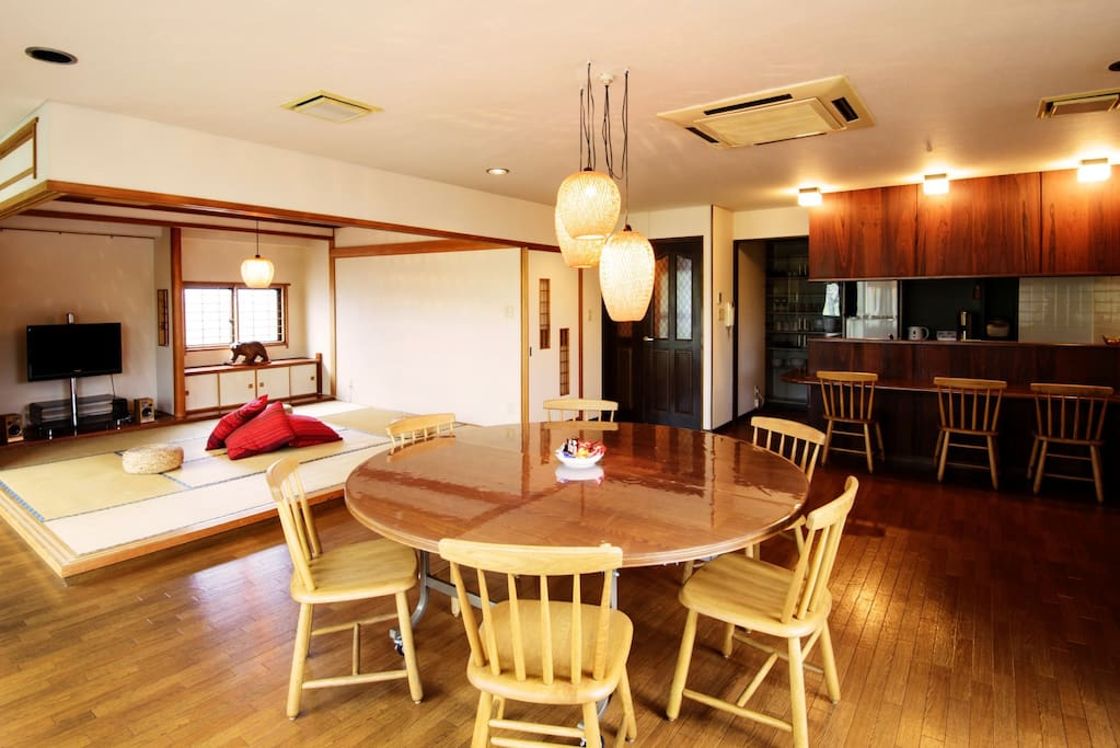 Enjoy your trip to Sapporo in this gorgeous 3 bedroom apartment with huge living room and attached Japanese style tatami area.