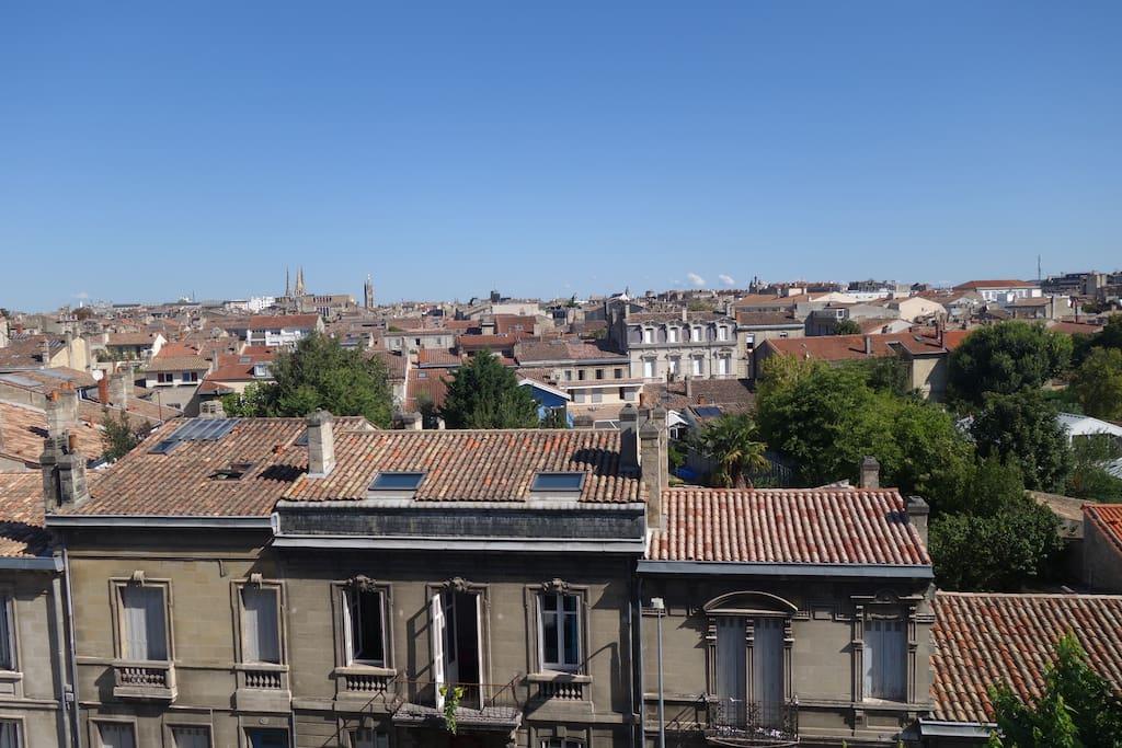superbe vue sur les toits de Bordeaux de l'appartement