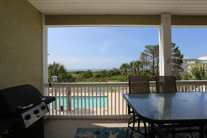 Gulf Front, Community Pool, Plenty of Parking ~ Dunes Club 1D