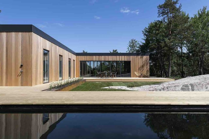 Peaceful & Modern Oasis 15 Min from Stockholm