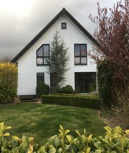 Architektenhaus am Dorfrand - Aukrug - Haus