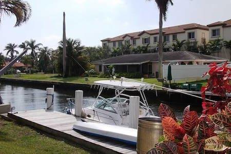 Spacious 2 br Waterfront- Boat Dock - หาดเดลเรย์ - บ้าน